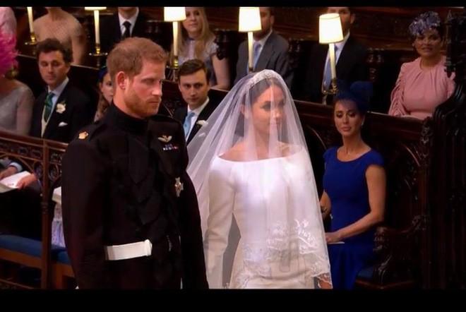 Đám cưới hoàng gia Anh: Hôn lễ kết thúc, cô dâu chú rể trao nhau nụ hôn ngọt ngào trước toàn thể mọi người - Ảnh 38.