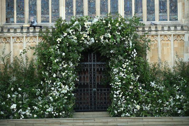 Đám cưới hoàng gia Anh: Hôn lễ kết thúc, cô dâu chú rể trao nhau nụ hôn ngọt ngào trước toàn thể mọi người - Ảnh 5.