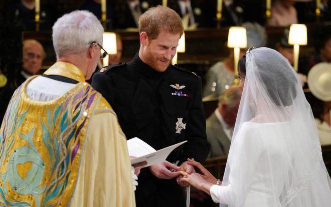 Đám cưới hoàng gia Anh: Hôn lễ kết thúc, cô dâu chú rể trao nhau nụ hôn ngọt ngào trước toàn thể mọi người - Ảnh 48.