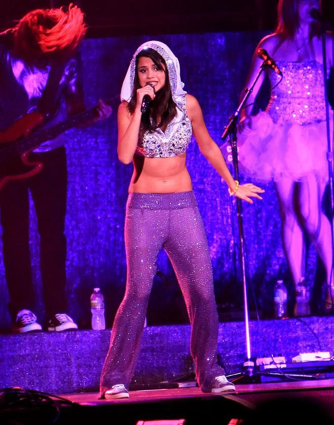 Chi Pu mặc thế này, khối người lại tưởng Selena Gomez vừa đến Hà Nội diễn - Ảnh 10.