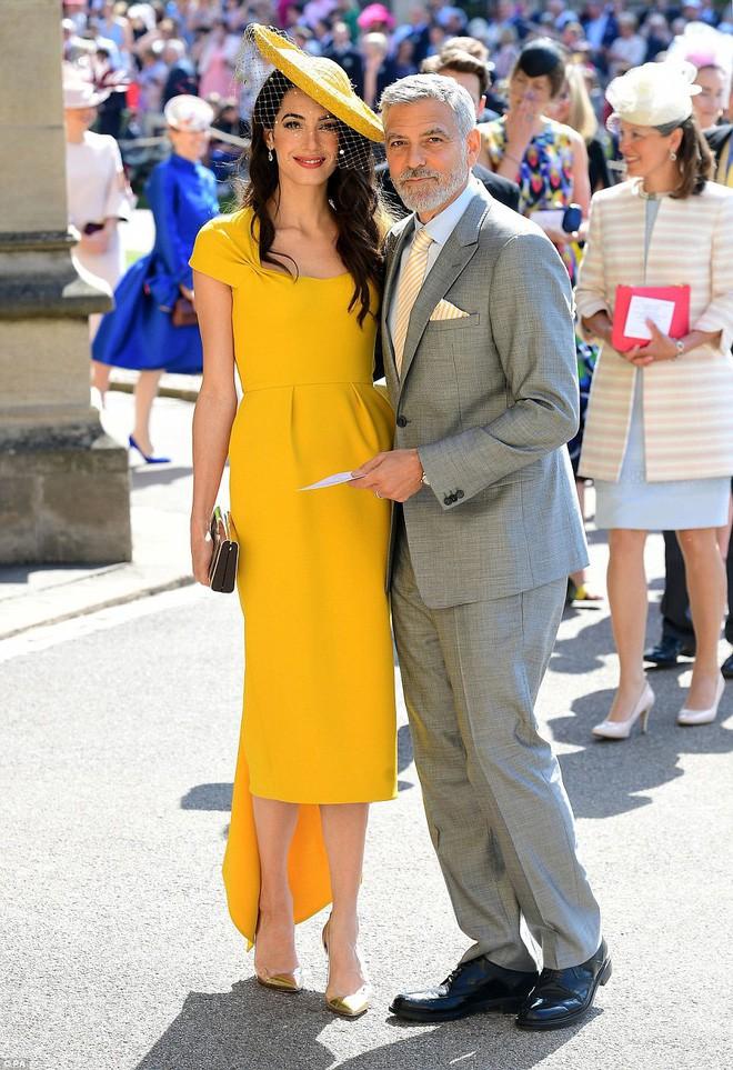 Đám cưới hoàng gia Anh: Hôn lễ kết thúc, cô dâu chú rể trao nhau nụ hôn ngọt ngào trước toàn thể mọi người - Ảnh 21.