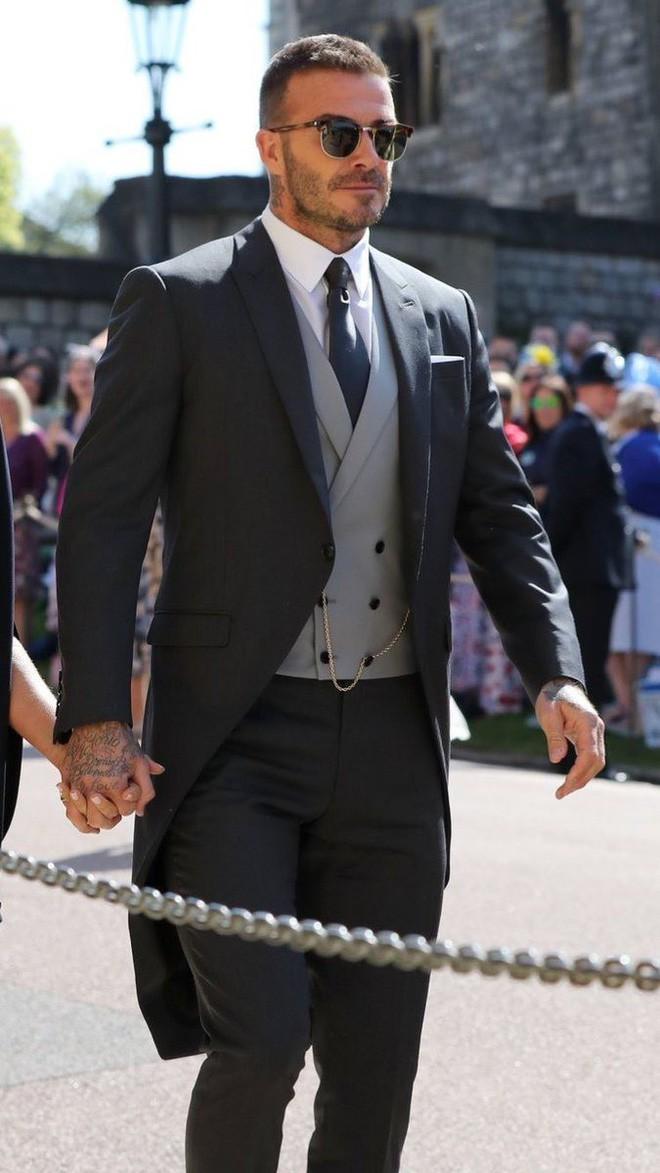 Victoria Beckham kín đáo sang trọng với mạng che mặt, nổi bật nhất dàn khách mời tại đám cưới Hoàng gia - Ảnh 4.