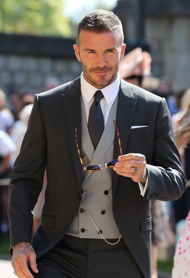 Victoria Beckham kín đáo sang trọng với mạng che mặt, nổi bật nhất dàn khách mời tại đám cưới Hoàng gia - Ảnh 5.