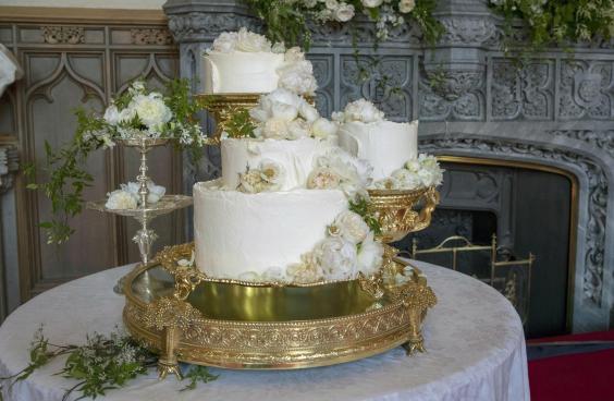 """Đây rồi: Hình ảnh chiếc bánh cưới Hoàng gia vốn được giữ """"tuyệt mật"""" giờ đã lộ diện đẹp mê mẩn thế này - Ảnh 2."""