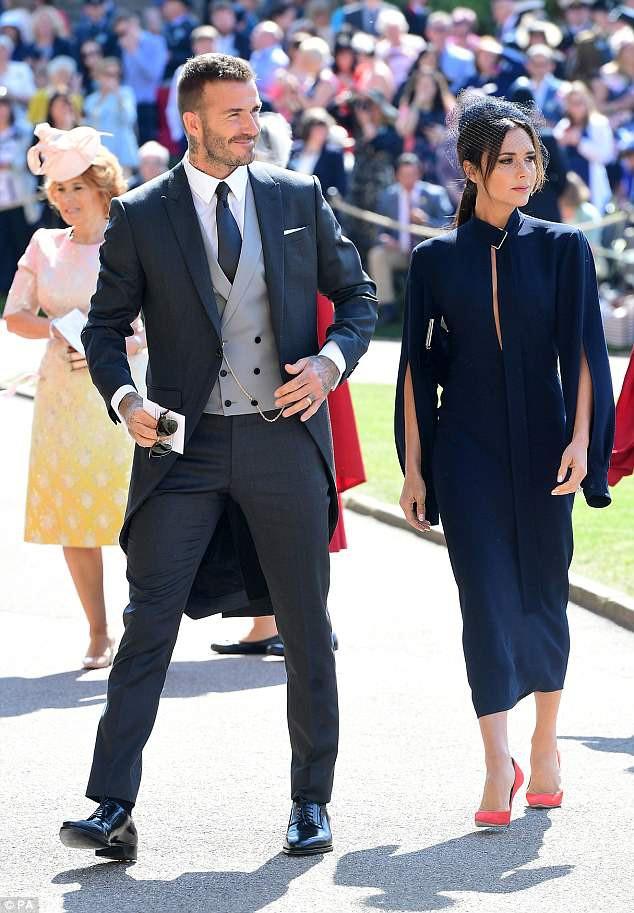 Victoria Beckham kín đáo sang trọng với mạng che mặt, nổi bật nhất dàn khách mời tại đám cưới Hoàng gia - Ảnh 1.