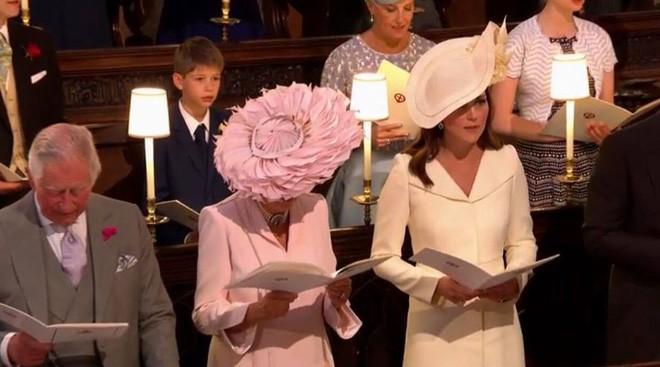 Hôm nay đám cưới em chồng, không phải ngẫu nhiên mà công nương Kate mặc lại kiểu váy cũ này - Ảnh 3.