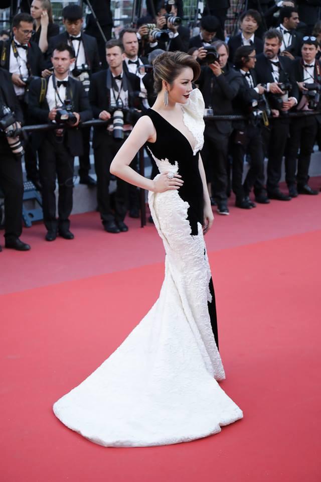 Lý Nhã Kỳ tạm biệt thảm đỏ LHP Cannes 2018 bằng một bộ đầm đen trắng huyền bí đến không tưởng - Ảnh 2.