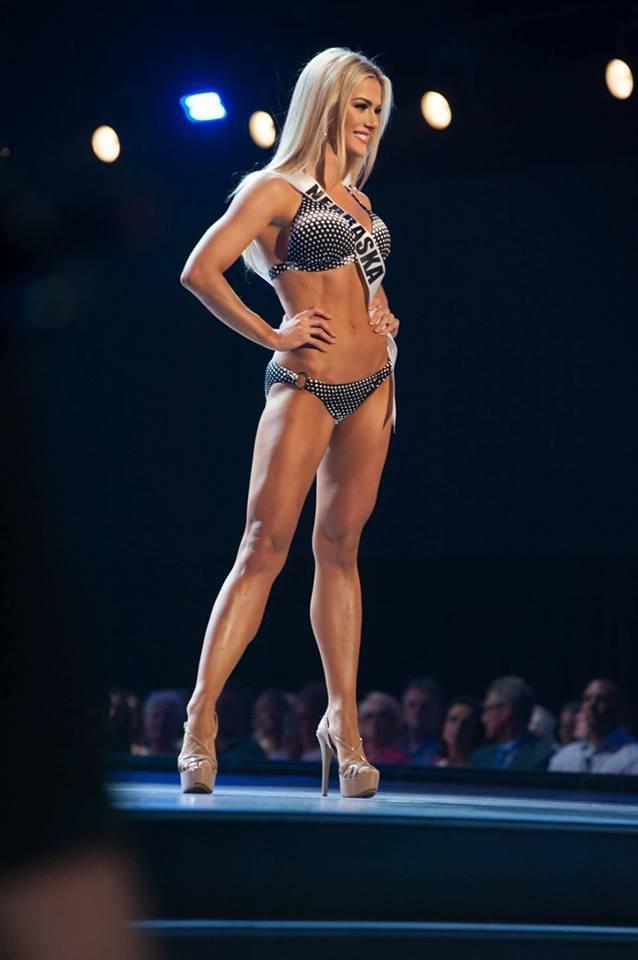 Cận cảnh thân hình nóng bỏng của người đẹp nấm lùn cao 1m65 vừa đăng quang Hoa hậu Mỹ 2018 - ảnh 3