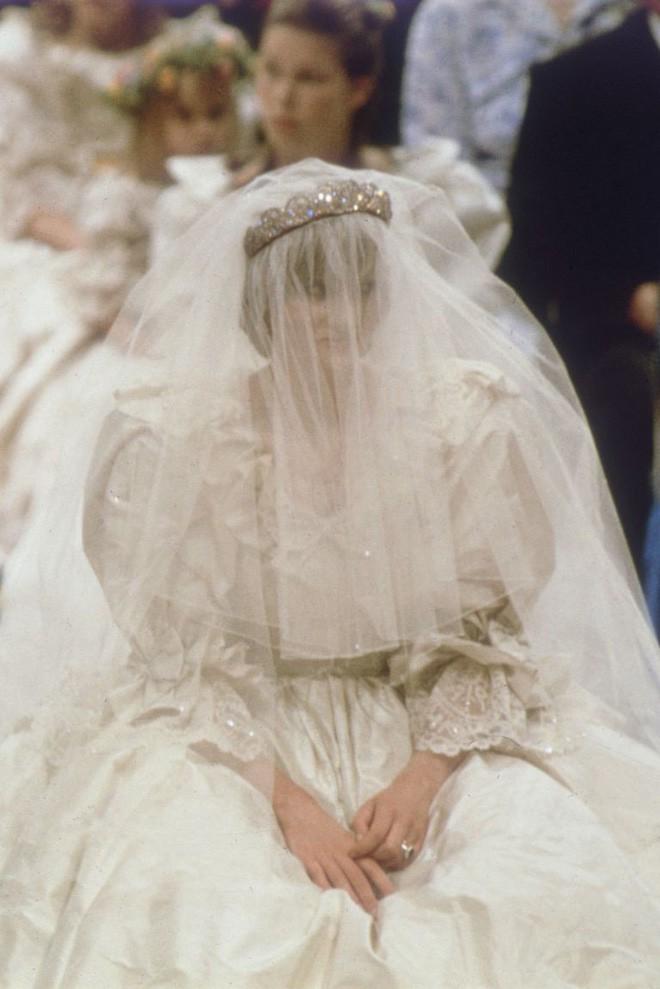 Ít ai biết rằng váy cưới của Công nương Diana từng kém hoàn hảo vì lí do này - Ảnh 4.