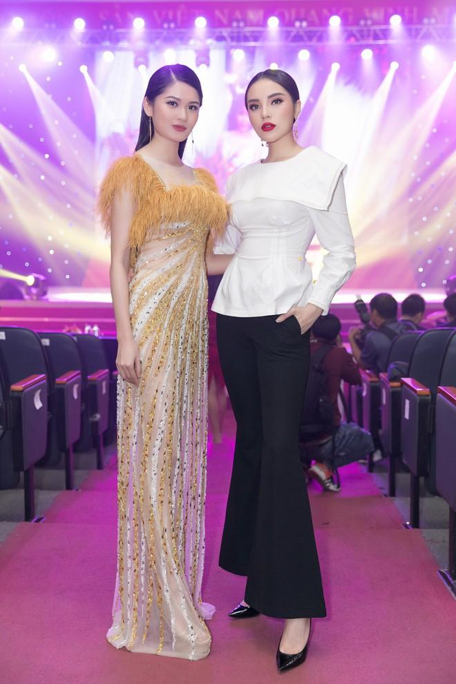 Trang điểm xinh rạng ngời, thần thái miễn chê nhưng Á hậu Thùy Dung vẫn mất điểm vì chọn váy quá rườm rà  - Ảnh 5.