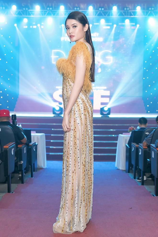 Trang điểm xinh rạng ngời, thần thái miễn chê nhưng Á hậu Thùy Dung vẫn mất điểm vì chọn váy quá rườm rà  - Ảnh 2.
