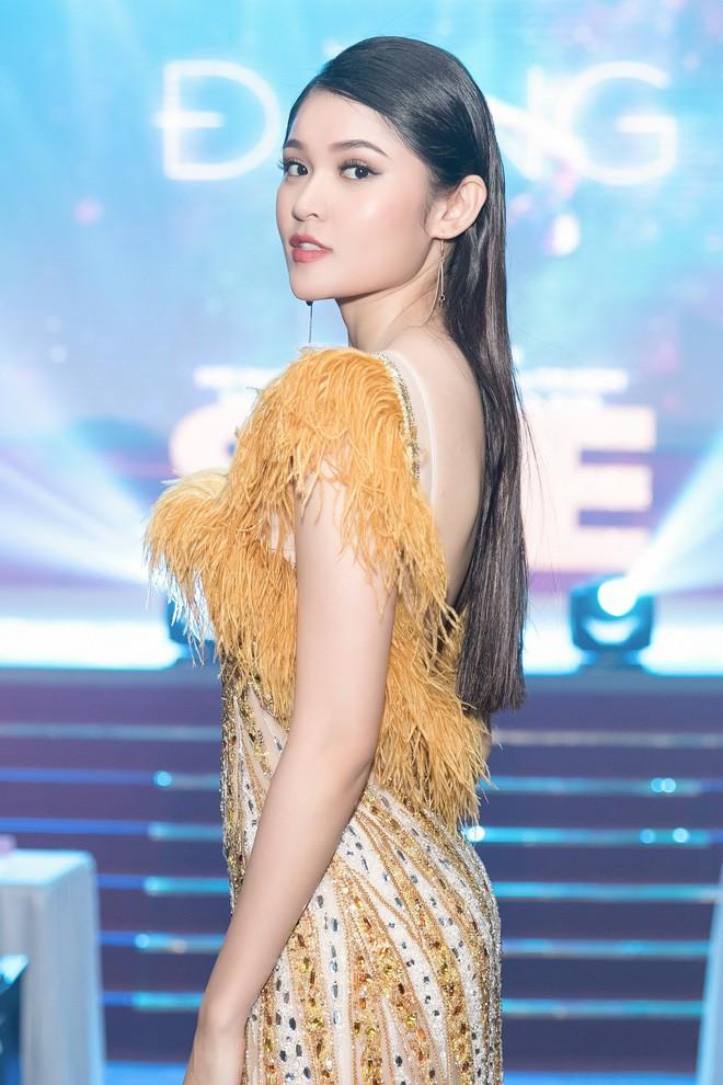 Trang điểm xinh rạng ngời, thần thái miễn chê nhưng Á hậu Thùy Dung vẫn mất điểm vì chọn váy quá rườm rà  - Ảnh 3.