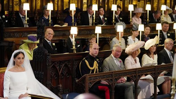 Meghan Markle thiết kế hẳn một chiếc vòng vàng để tặng Kate Middleton với giá trị ít ai đoán được - Ảnh 1.