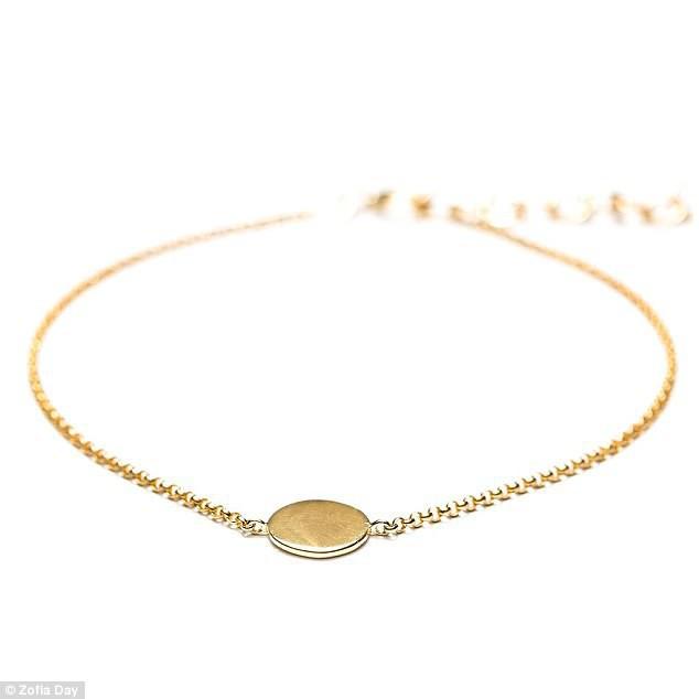 Meghan Markle thiết kế hẳn một chiếc vòng vàng để tặng Kate Middleton với giá trị ít ai đoán được - Ảnh 2.