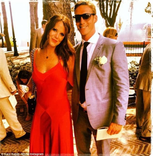 Victoria cau có suốt hôn lễ Hoàng tử Harry là vì Beckham tiệc tùng chè chén với người đẹp khác? - Ảnh 2.