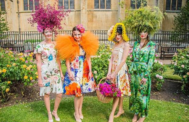 Bộ sưu tập thời trang từ hoa tuyệt đẹp của các nhà thiết kế Hoàng gia Anh - Ảnh 7.