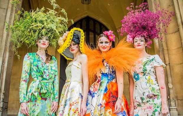 Bộ sưu tập thời trang từ hoa tuyệt đẹp của các nhà thiết kế Hoàng gia Anh - Ảnh 6.