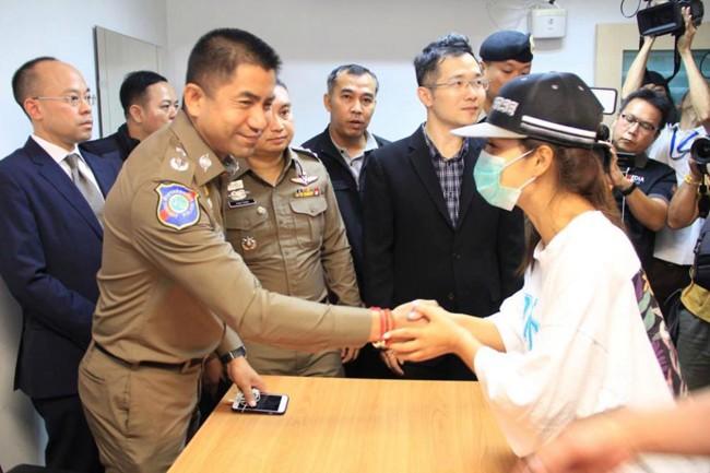 Nữ du khách bị nhóm người bắt cóc táo tợn ngay tại sân bay Bangkok, đòi tiền chuộc hơn 10 tỷ - Ảnh 4.