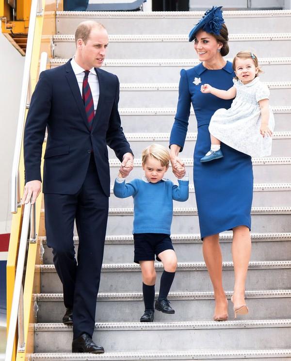 Mới 3 tuổi nhưng Công chúa Charlotte đã vượt mặt anh trai về sức ảnh hưởng trong ngành thời trang - Ảnh 4.