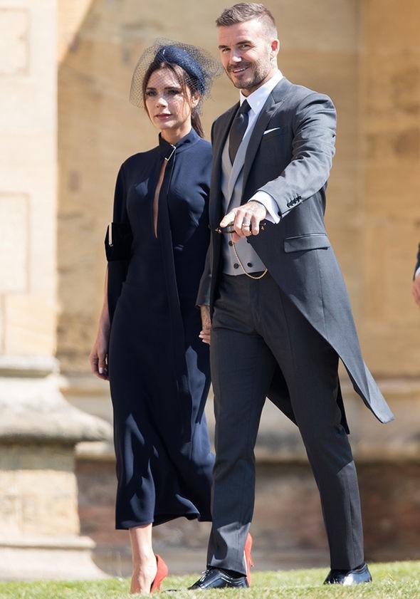 Victoria Beckham đáp trả khi bị chỉ trích vì không chịu cười tại đám cưới Hoàng tử Harry - Ảnh 1.