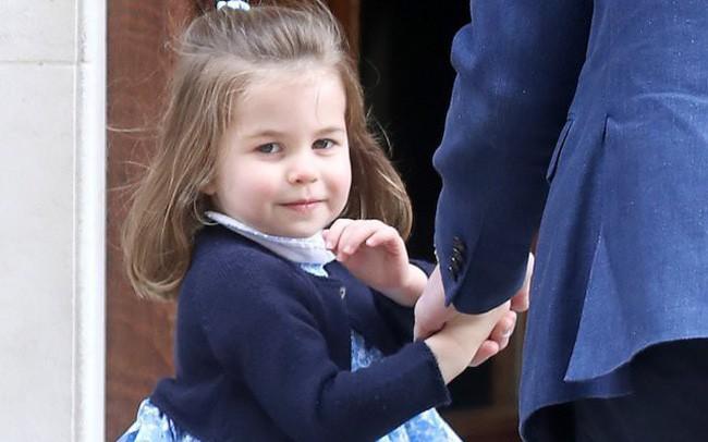 Mới 3 tuổi nhưng Công chúa Charlotte đã vượt mặt anh trai về sức ảnh hưởng trong ngành thời trang - Ảnh 2.