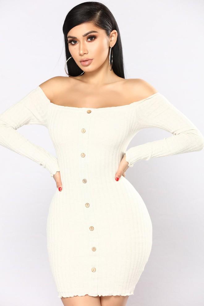 Nhờ hot mom Kylie Jenner lăng xê, bộ đầm ôm bình dân bỗng được dân tình ráo riết đặt mua - Ảnh 4.
