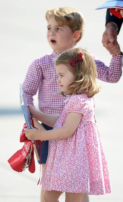 Lần đầu lộ diện sau đám cưới hoàng gia, Kate Middleton chọn đầm Zara cùng túi tote vô cùng thoải mái  - Ảnh 4.