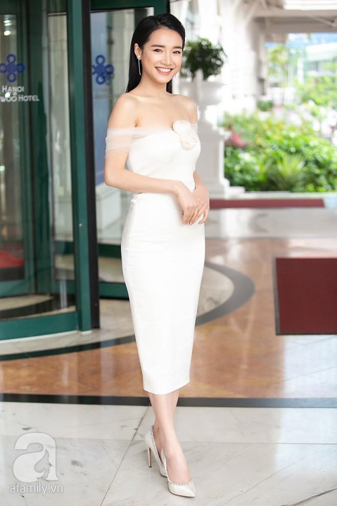 Chỉ diện đồ đen trắng nhưng loạt sao Việt này vẫn sang chảnh đầy thu hút trong top sao mặc đẹp tháng 5 - Ảnh 9.