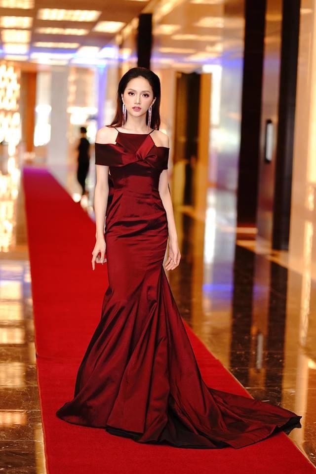 Chỉ diện đồ đen trắng nhưng loạt sao Việt này vẫn sang chảnh đầy thu hút trong top sao mặc đẹp tháng 5 - Ảnh 6.