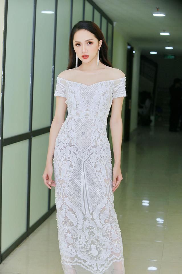 Chỉ diện đồ đen trắng nhưng loạt sao Việt này vẫn sang chảnh đầy thu hút trong top sao mặc đẹp tháng 5 - Ảnh 7.