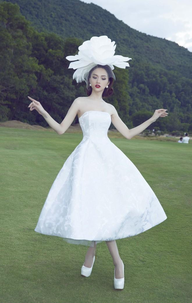 Chỉ diện đồ đen trắng nhưng loạt sao Việt này vẫn sang chảnh đầy thu hút trong top sao mặc đẹp tháng 5 - Ảnh 5.