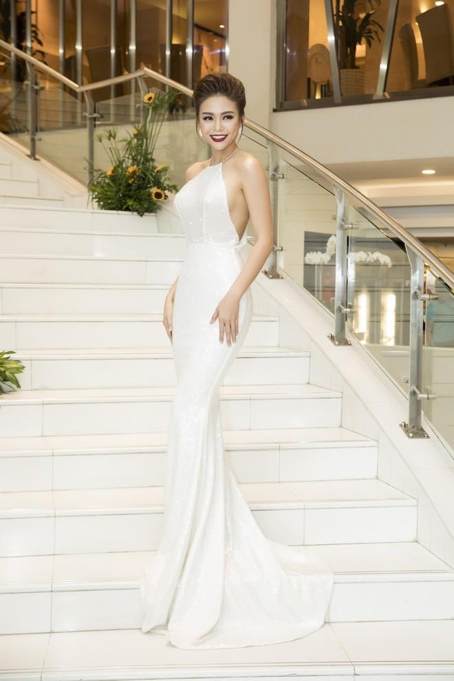 Chỉ diện đồ đen trắng nhưng loạt sao Việt này vẫn sang chảnh đầy thu hút trong top sao mặc đẹp tháng 5 - Ảnh 11.