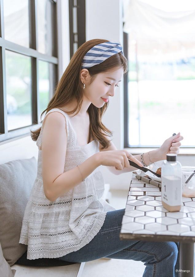 Chiếc áo 2 dây trông cực đơn giản này lại là món đồ chiếm sóng mạng xã hội Hàn Quốc thời gian gần đây - Ảnh 6.