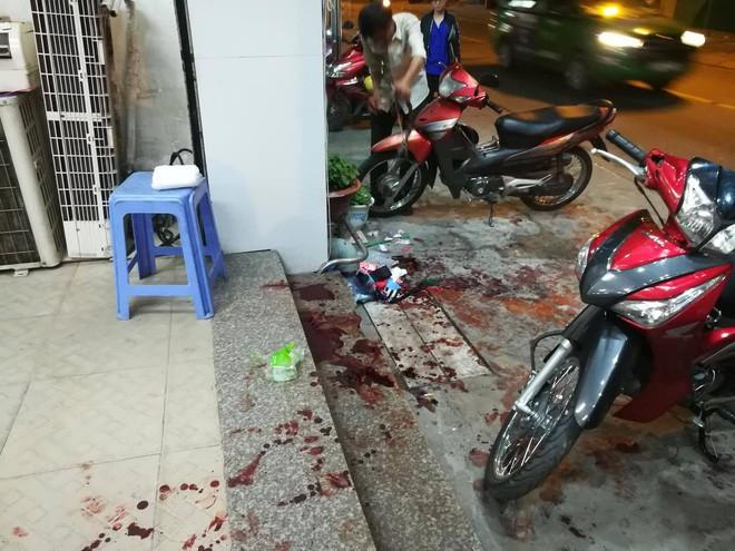 TP.HCM: Bị truy đuổi, tên cướp dùng dao đâm hai người bị thương nặng - Ảnh 2.