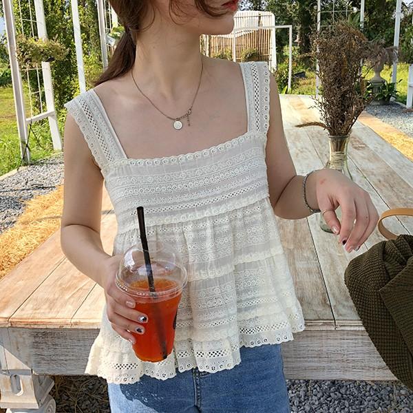 Chiếc áo 2 dây trông cực đơn giản này lại là món đồ chiếm sóng mạng xã hội Hàn Quốc thời gian gần đây - Ảnh 8.
