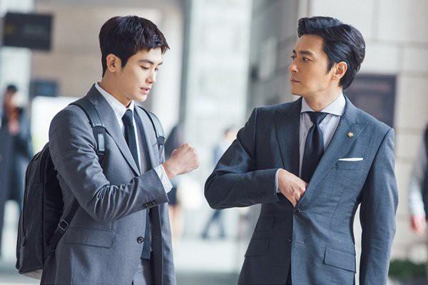 Jang Dong Gun ngã ngửa khi gặp lại người yêu cũ xinh đẹp sau 13 năm - Ảnh 1.