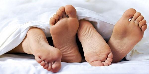 Ngoài vùng kín, đây là những vùng dễ lây bệnh qua đường tình dục nhưng nhiều người dửng dưng không quan tâm - Ảnh 1.