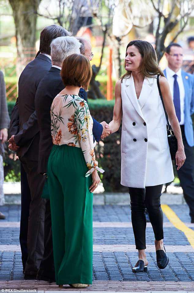 Legging da kén dáng, nhưng nhìn cách Hoàng hậu Letizia ở độ tuổi U50 mà vẫn diện đẹp mới thấy đẳng cấp làm sao - Ảnh 5.