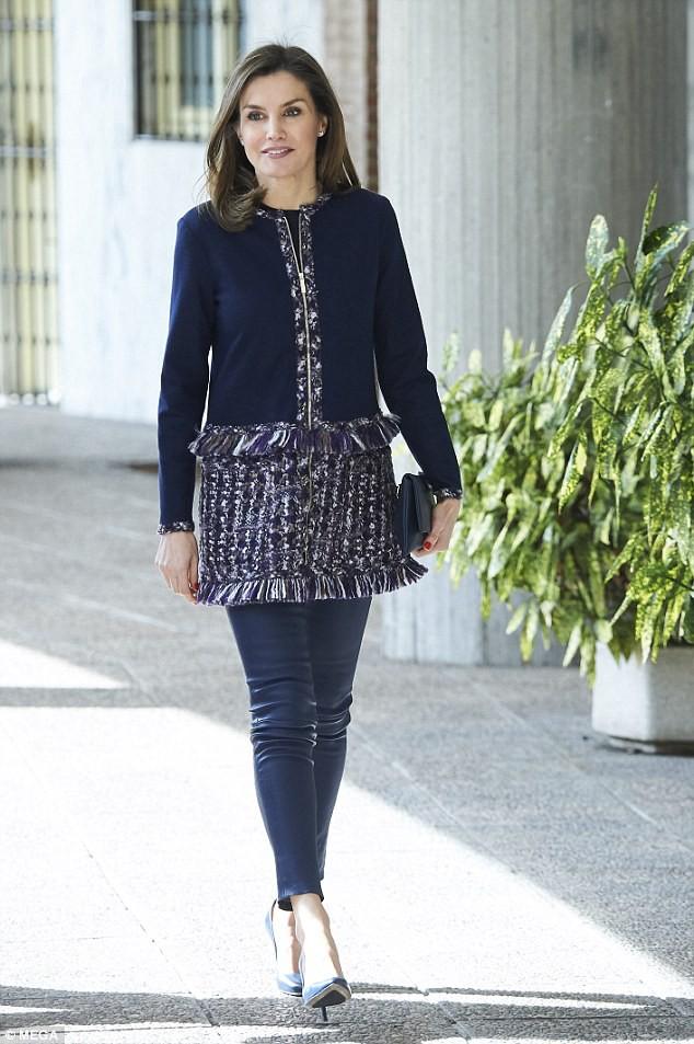 Legging da kén dáng, nhưng nhìn cách Hoàng hậu Letizia ở độ tuổi U50 mà vẫn diện đẹp mới thấy đẳng cấp làm sao - Ảnh 7.