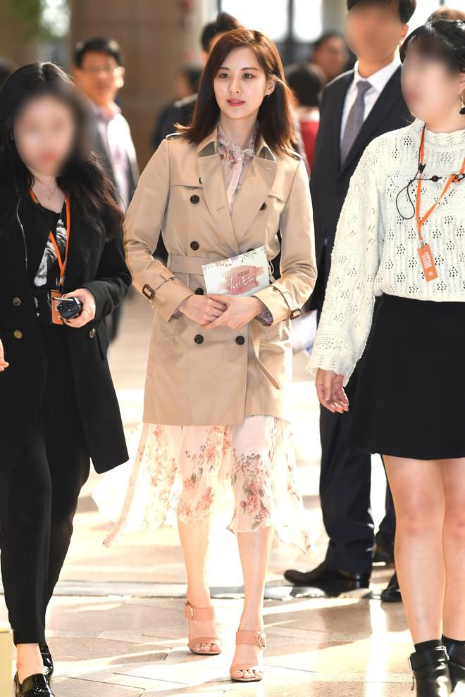 Cơn sốt của chiếc váy hoa quốc dân: Đến cả Song Hye Kyo cũng chọn mặc để đóng quảng cáo đây này! - Ảnh 9.