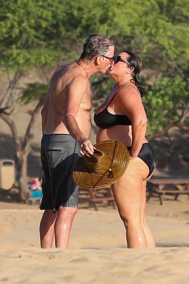 Nếu nói ngoại hình là thuốc bổ của hôn nhân, sẽ phải giải thích sao cho cuộc tình kéo dài 23 năm giữa James Bond quyến rũ nhất hành tinh với người vợ thừa cân, kém sắc? - Ảnh 8.