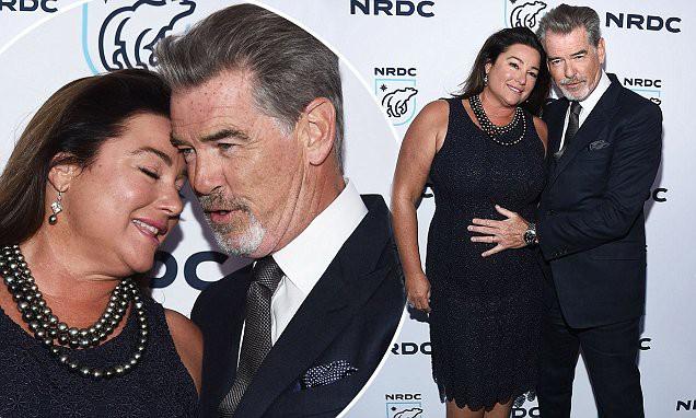 Nếu nói ngoại hình là thuốc bổ của hôn nhân, sẽ phải giải thích sao cho cuộc tình kéo dài 23 năm giữa James Bond quyến rũ nhất hành tinh với người vợ thừa cân, kém sắc? - Ảnh 6.