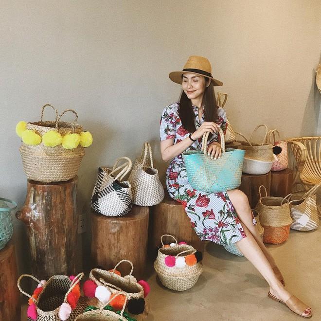 Học sao Việt cách chọn và kết hợp mũ cói sao cho thật duyên dáng khi diện cùng trang phục hè - Ảnh 13.