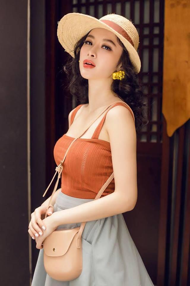 Học sao Việt cách chọn và kết hợp mũ cói sao cho thật duyên dáng khi diện cùng trang phục hè - Ảnh 12.