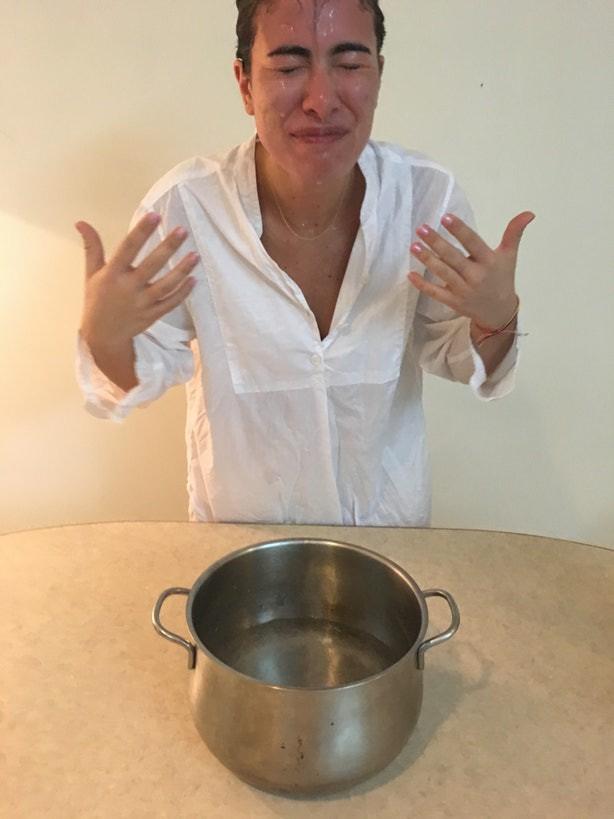 Ngâm mặt vào nồi nước có ga với mong muốn da căng mịn ẩm mượt, cô nàng này đã có trải nghiệm thực sự đáng nhớ - Ảnh 6.