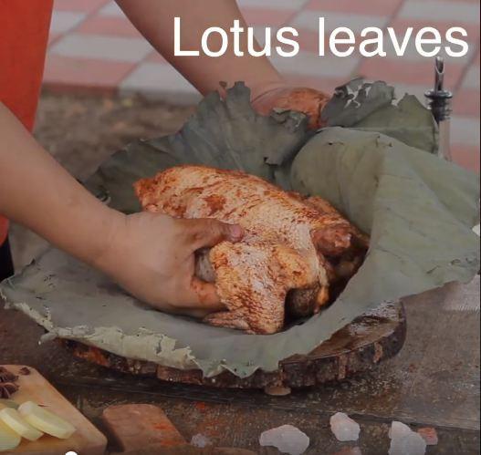Chàng trai mua hơn 2kg gia vị này để chế biến món gà, ai cũng ngăn cản nhưng cuối cùng cả con gà hết sạch trong 30 giây - Ảnh 2.
