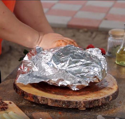 Chàng trai mua hơn 2kg gia vị này để chế biến món gà, ai cũng ngăn cản nhưng cuối cùng cả con gà hết sạch trong 30 giây - Ảnh 3.