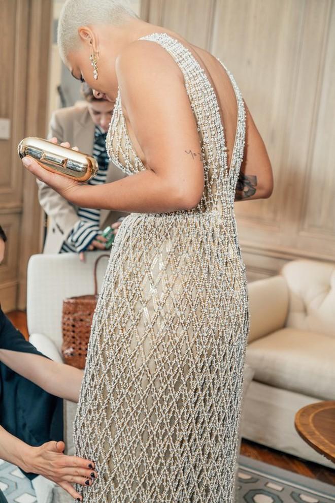 Giữa một rừng trang phục lồng lộn, 5 người đẹp diện váy của H&M trông cũng chẳng hề kém lộng lẫy - Ảnh 17.