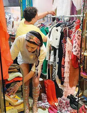 Phận đời buồn của người đẹp Hồng Kông từng bị ép quy tắc ngầm với sếp, giờ đây bán quần áo mưu sinh - Ảnh 4.