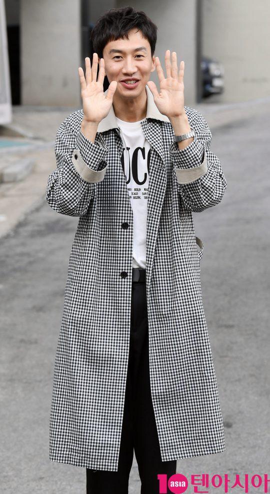 Hình ảnh đối lập của cặp bạn thân: Song Joong Ki được vợ vỗ béo tròn, Lee Kwang Soo thì gầy như bộ xương di động - Ảnh 3.